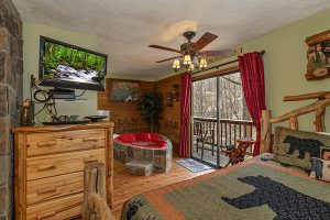 Bear Mountain Hollow - a studio cabin rental in Pigeon Forge