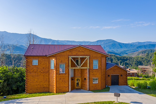 A Pigeon Forge cabin with an indoor pool - Splash Mountain Lodge