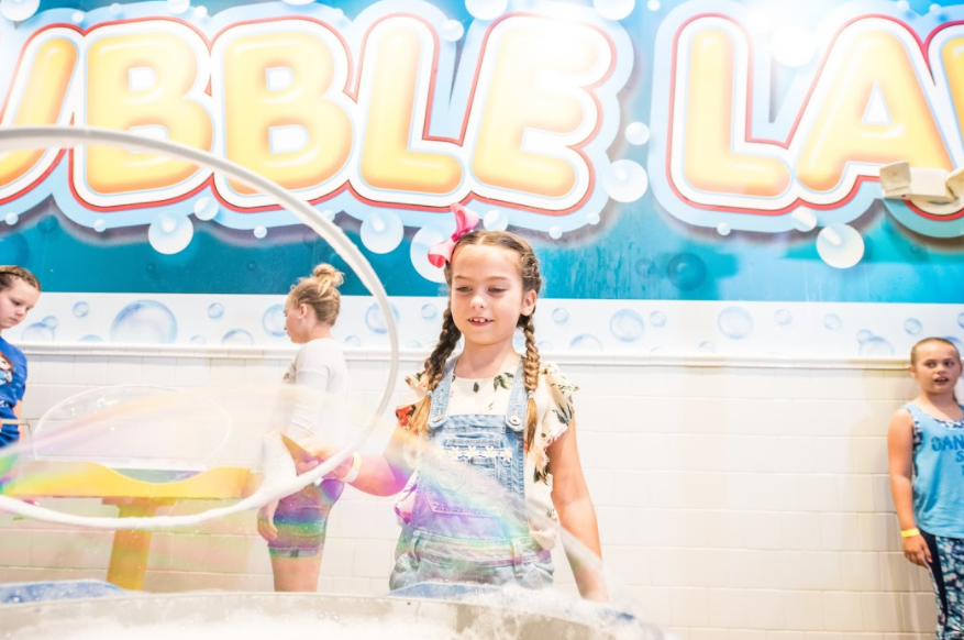 children in the bubble lab at wonderworks