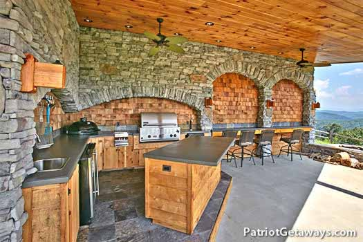 outdoor kitchen at grande mountain lodge