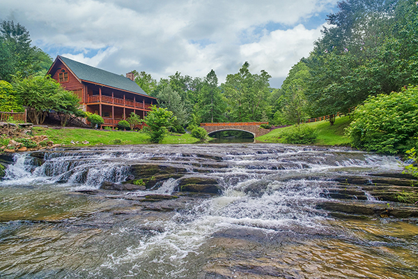 Creekside Lodge,  a Wears Valley Cabin close to Cades Cove